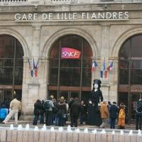 Ce matin à Lille, Amélie Nothomb découvrait sa Géante Majuscule !